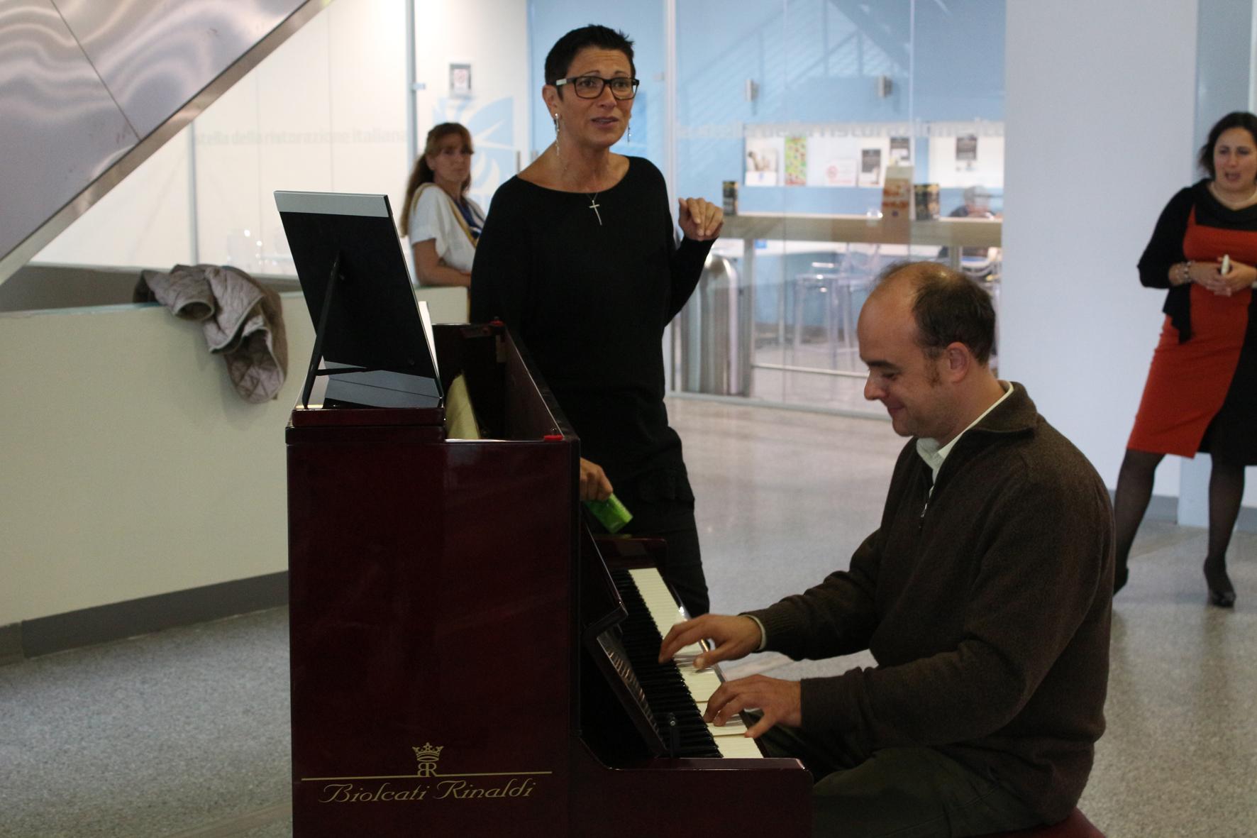 Paola Matera alla voce con il pianista Andrea Cavallo_2